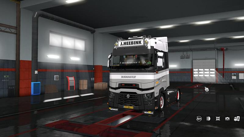 ETS2 - Tinted Headlights And Orange Foglight for Renault-T V1.0 (1.35.X)