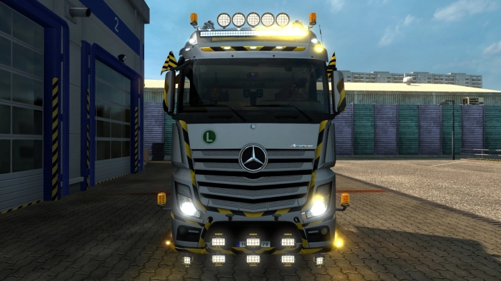ETS2 - Construction Roof Grill + Led Bar (1.41.x)